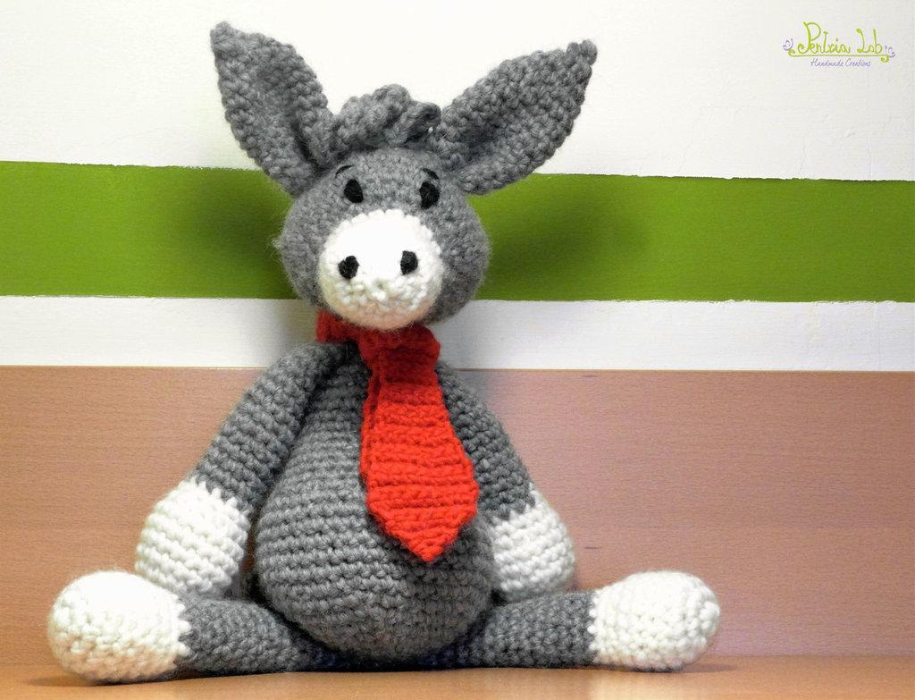 Asinello con cravatta realizzato ad uncinetto con filato 100% lana - pupazzo - amigurumi