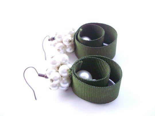 Orecchini fatti a mano con perle vintage e fettuccia cotone, ganci anallergici