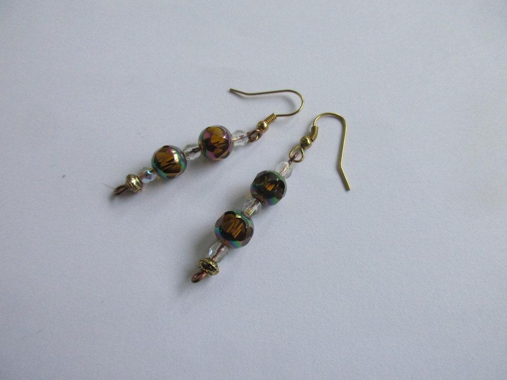 Orecchini realizzati a mano con vetro di Murano e cristalli ,  filo e ganci in rame e metallo bronzo anallergico