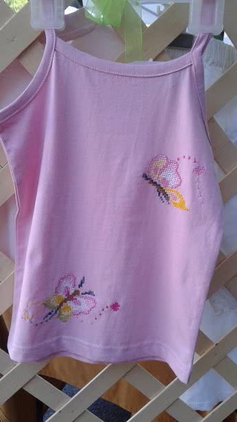 top rosa con farfalle