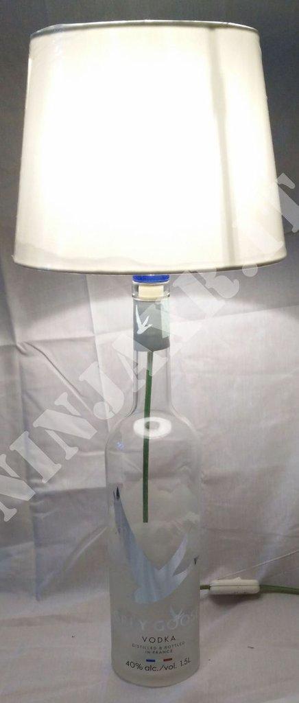Lampada da tavolo bottiglia vuota Vodka Grey Goose Magnum Lumiere edition Idea regalo arredo riuso riciclo creativo abat jour