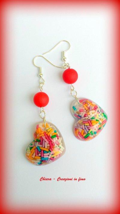 Orecchini in resina handmade multicolore con confettini colorati e perlina abbinata idee regalo donna