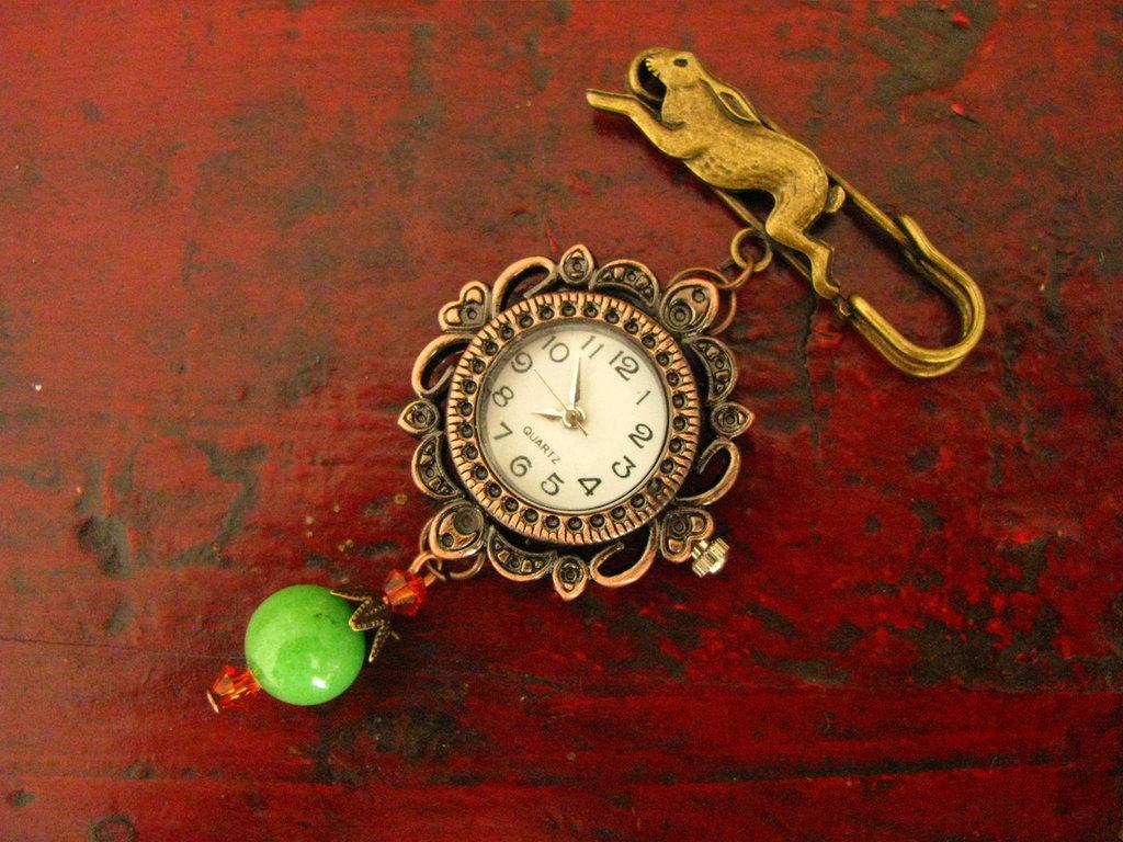 Broche reloj con jade verde
