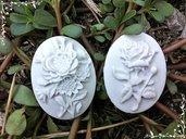 camei con fiori in gesso ceramico