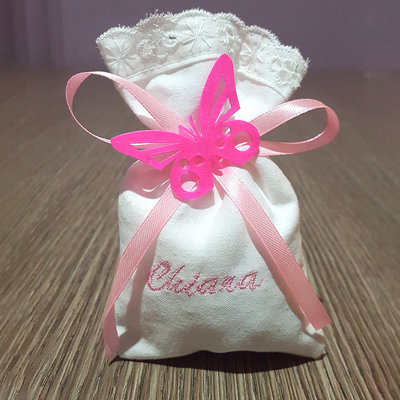 Bomboniere farfallina + sacchettino portaconfetti ricamo nome nascita battesimo