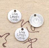 4 ciondoli rotondi con scritta live laught love