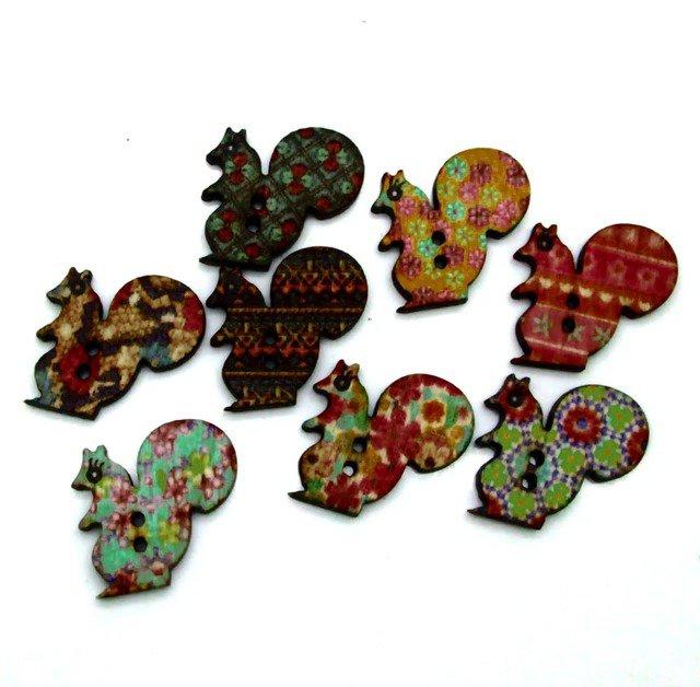 10 bottoni in legno a forma di scoiattolo