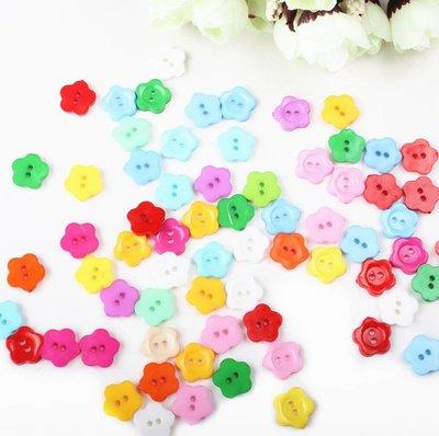 10 bottoni in plastica a forma di fiore