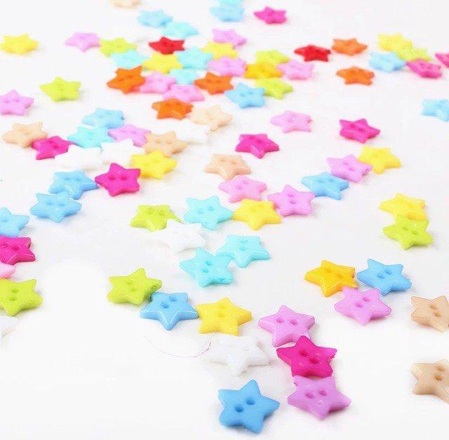 10 bottoni in plastica a forma di stella