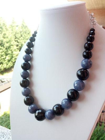Collana nera e grigio-viola
