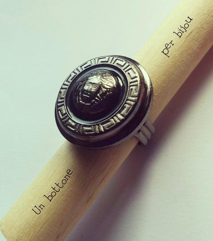 Anello con bottone vintage