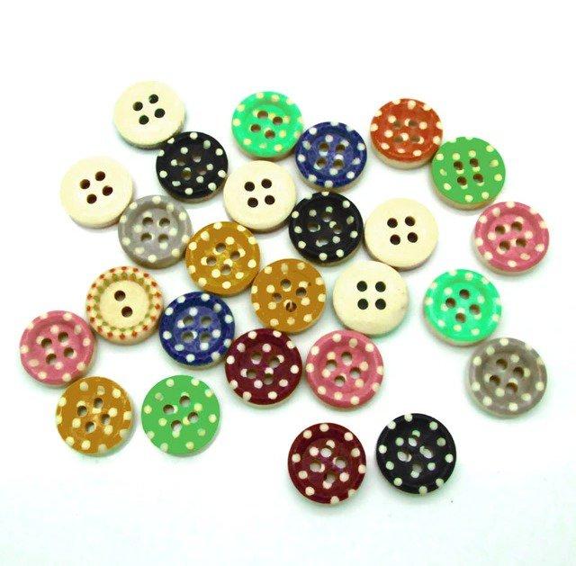 10 bottoni in colorati legno stampati a pois