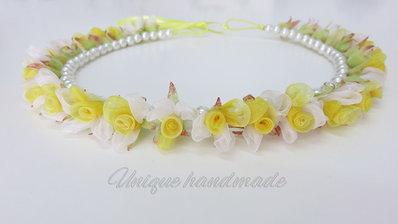 Coroncina di roselline gialle