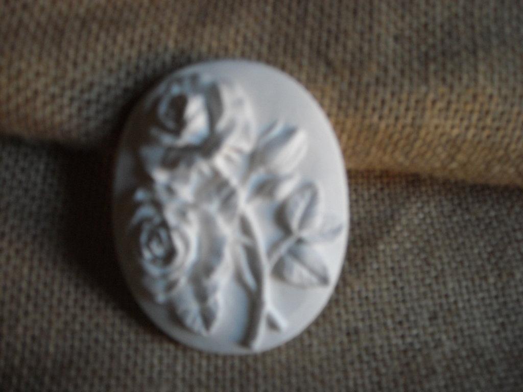 Gessetto ovale con rose,bomboniera,segnaposto,profumatore per cassetti
