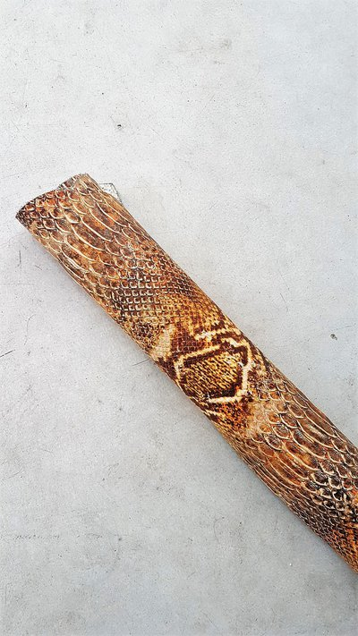 Pelle con stampa serpente A343