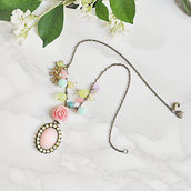 "Collana con giade colorate, pendente in giada rosa e ciondolo unicorno - ""Magical summer"""
