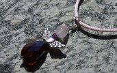 Ciondolo angelo con giada rosa e briolette in cristallo - idea regalo per Prima Comunione