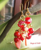 Orecchini fatti a mano, pendenti a grappolo, con perline e cristalli color rosso