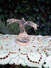 Aquila in volo verticale legno