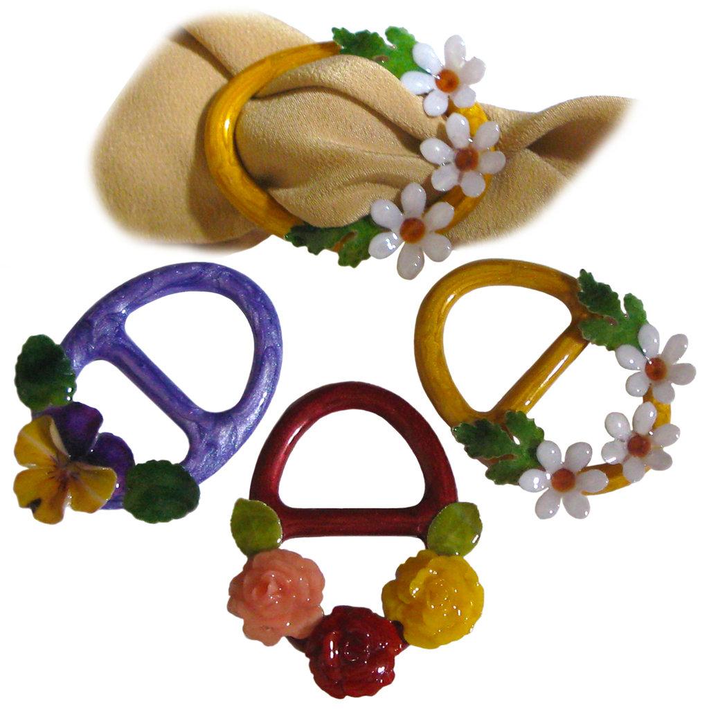 FERMAFOULARD - realizzato artigianalmente con violette, roselline o margheritine serigrafate e inglobate in smalti a cottura.
