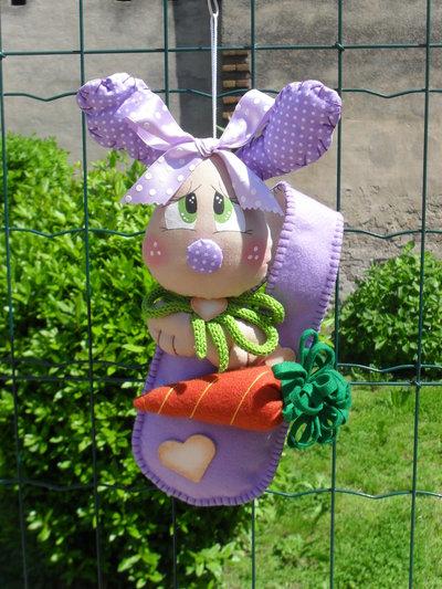Simpatica coniglietta nella borsetta