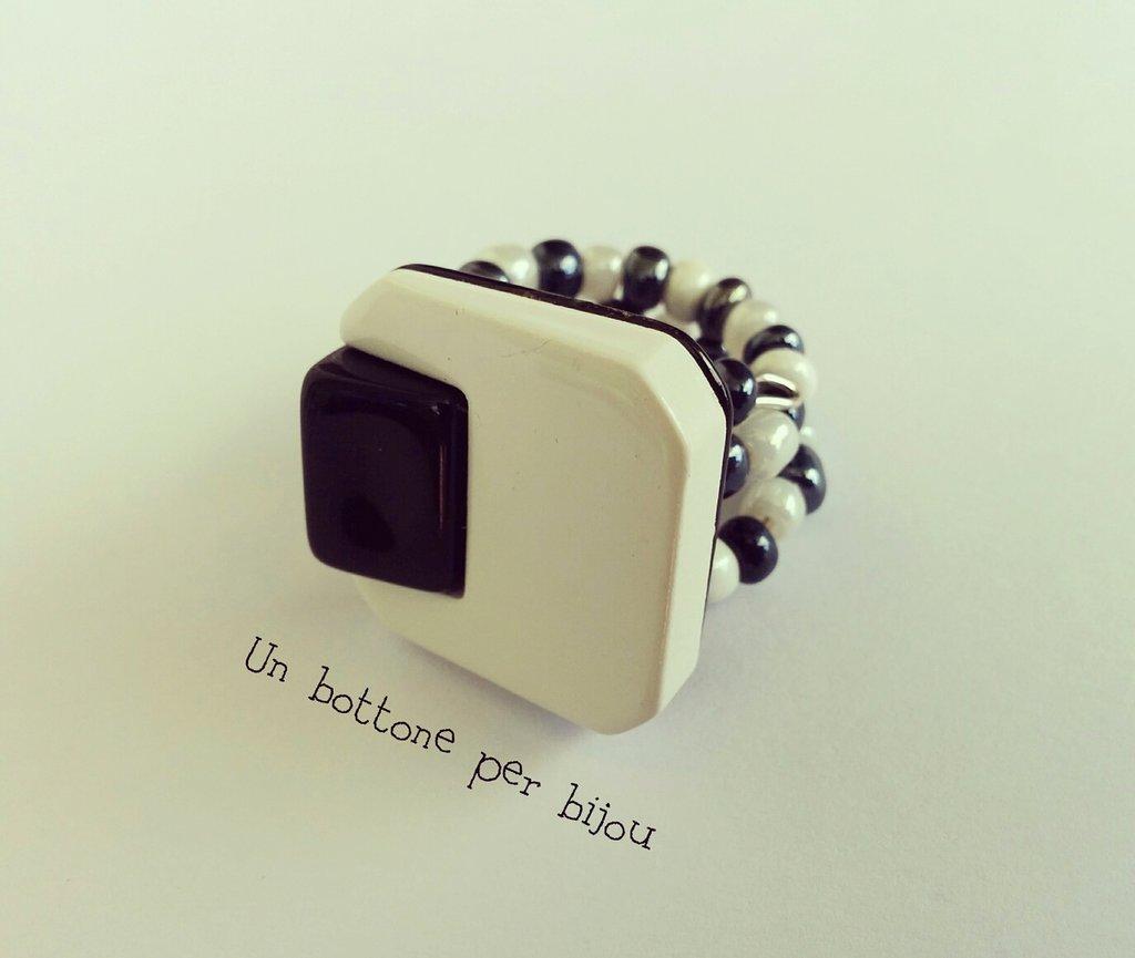 Anello con bottone vintage anni '60 ,in resina,stile art deco,su filo armonico