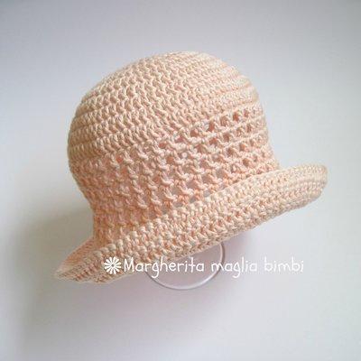 Cappellinocappello Neonatabambina Con Trafori E Tesa In Cotone Ro