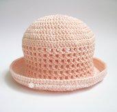 Cappellino/cappello neonata/bambina con trafori e tesa in cotone rosa pesca - uncinetto - Battesimo