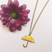 Collana con ombrello giallo ispirata al telefilm How I Met Your Mother // HIMYM Ted Mosby Robin Scherbatsky // Acciaio // Idea regalo