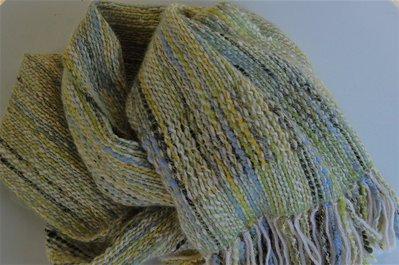 sciarpa a telaio di lana filata a mano