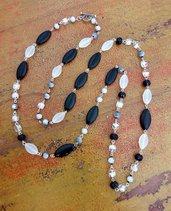 Collana lunga, bianco opaco e nero lucido, perle in vetro, mezzi cristalli, idea regalo per lei