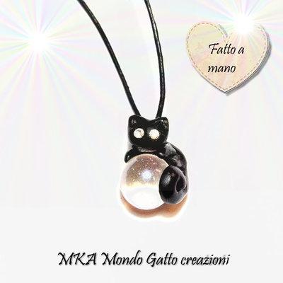 Ciondolo Biglia in vetro con cordoncino nero - Il gatto e la sfera magica