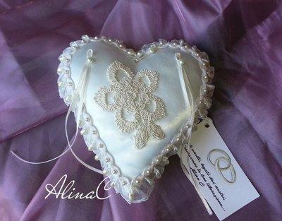 Cuore Antico, cuscino portafedi in raso avorio con organza e perle,cuore,matrimonio,sposa