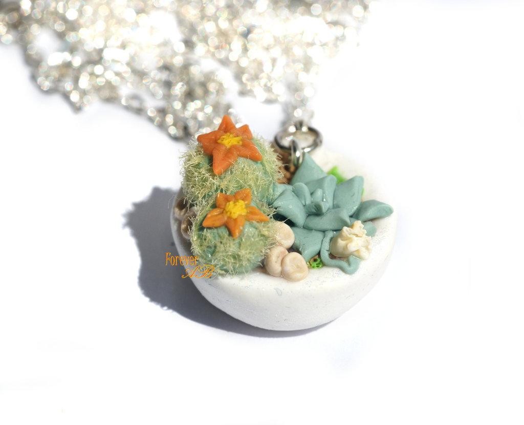 Collana con vasetto piante grasse fiori arancio in fimo idea regalo ragazza donna