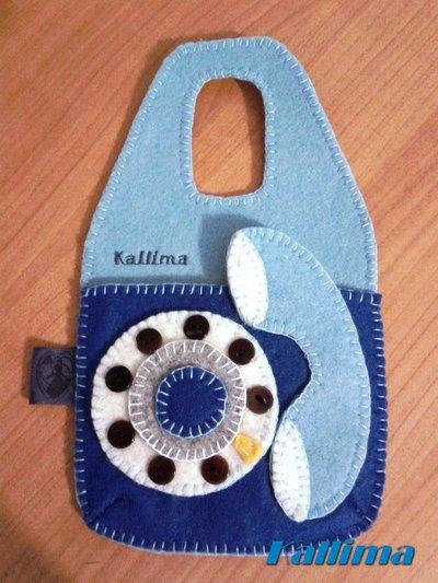 BUSTINA PORTA CELLULARE TELEPHONE CELESTE BLUETTE per ricarica appendibile in feltro fatta a mano