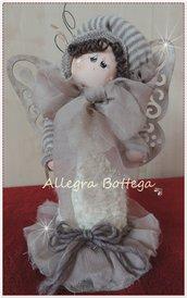 Bambola con ali da farfalla