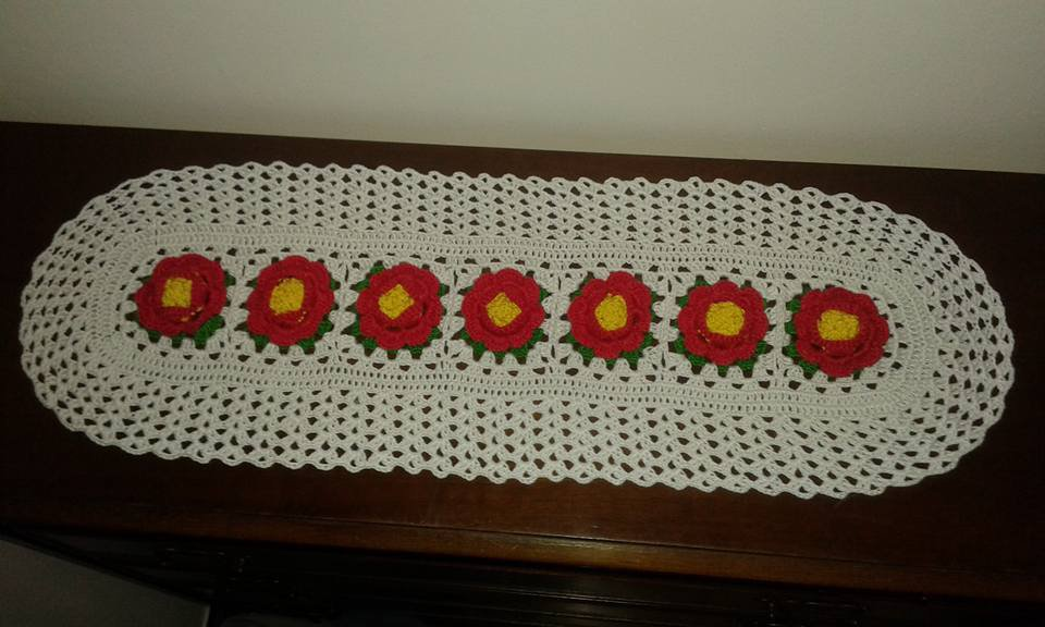 Centrino Runner Centrotavola Ovale fiori in rilievo 64x21 cm anche su richiesta