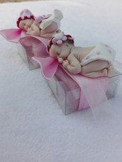 Bomboniera bebè femminuccia su scatolina in PVC