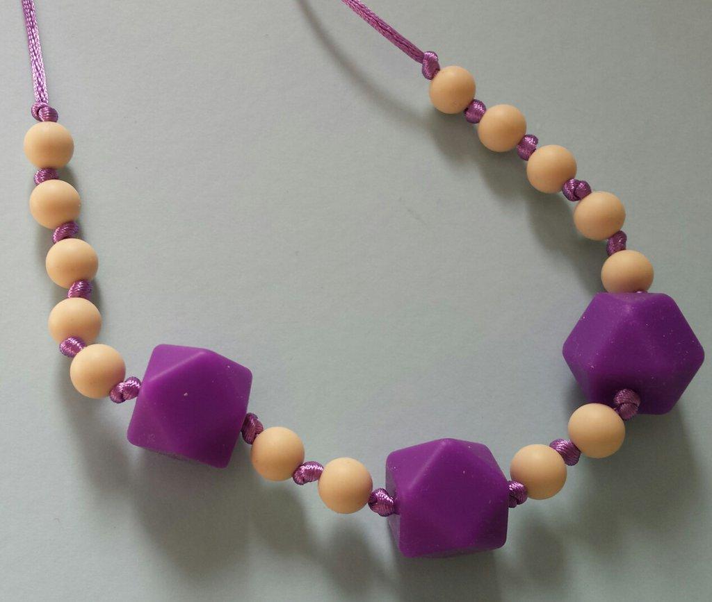 Collana dentizione con perle in silicone avorio e viola