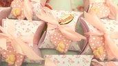 BOMBONIERA COMPLETA DELUXE - battesimo nascita compleanno PERSONALIZZATO con NOME  - scatolina confetti e ciondolo fimo shabby CUORE con PIEDINI