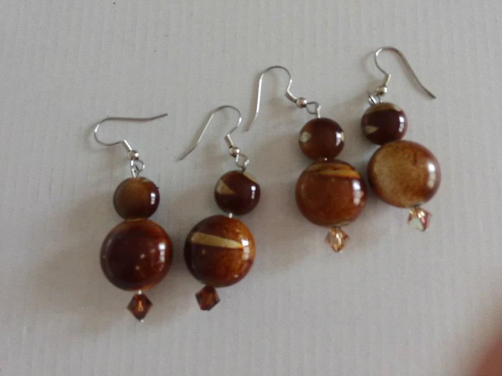 orecchini pendenti con perline e cristallo