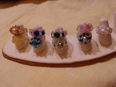 anello con perline e swarovski