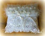 Cuscino portafedi Piumette, in raso avorio e pizzo, con roselline di raso e piumette,strass e perle, sposa,matrimonio,cerimonia