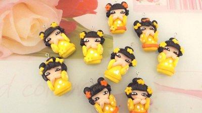 CIONDOLO DELUXE BOMBONIERA - KOKESHI  GIALLO  PORTAFORTUNA doll giapponesina sushi - FIMO laurea compleanno