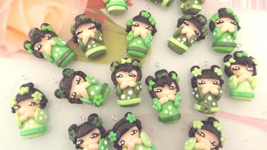 CIONDOLO DELUXE BOMBONIERA - KOKESHI VERDE PORTAFORTUNA doll giapponesina sushi - FIMO laurea compleanno