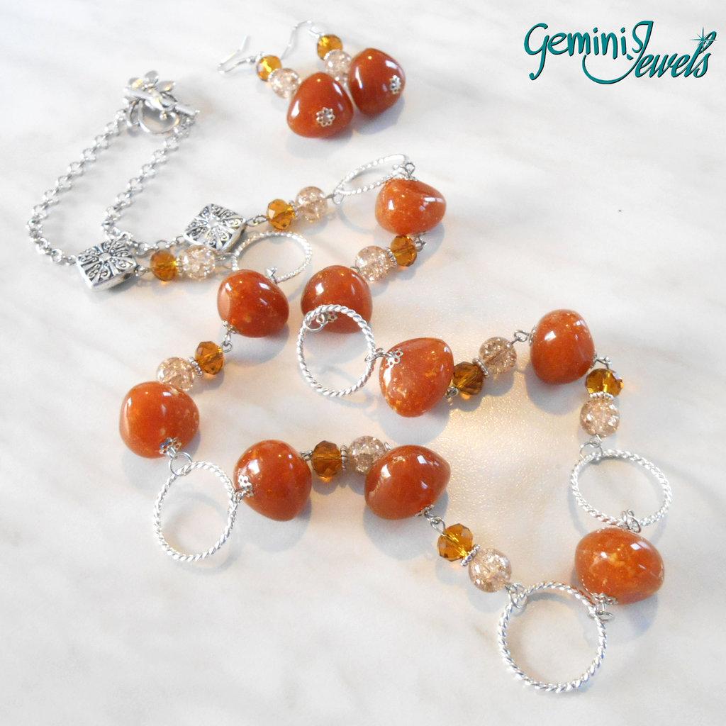 Collana lunga con pietre in resina ambra/arancione