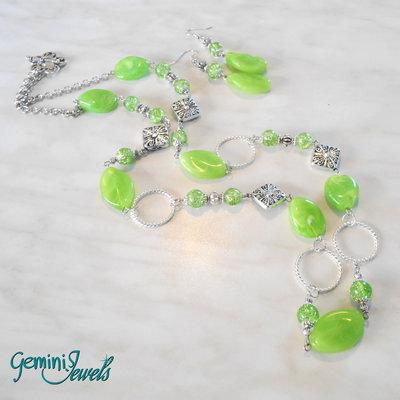 Collana lunga con pietre in resina verde lime