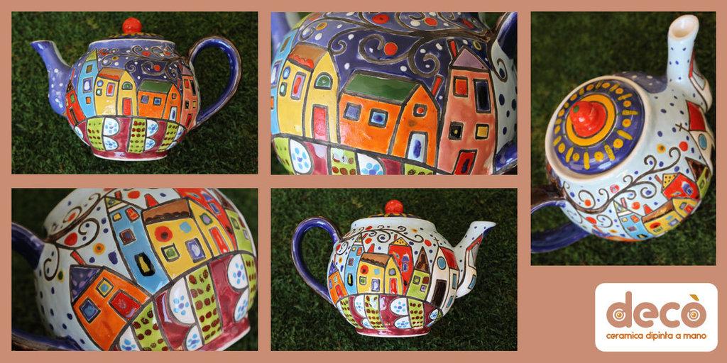 Teiera in ceramica dipinta a mano