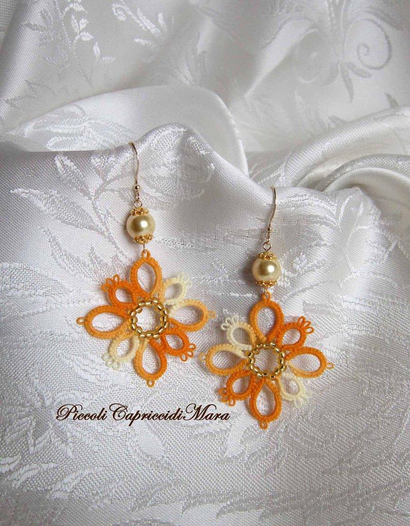 Orecchini gialli al chiacchierino, perle Swarovski, perline dorate