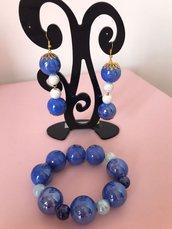 orecchini e bracciale blu